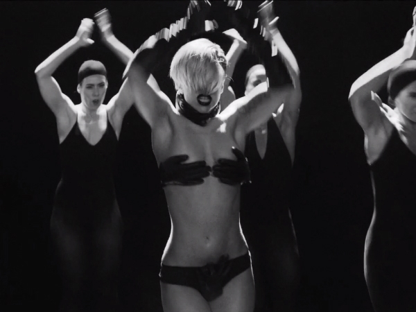Lady Gaga – Applause (Official) – YouTube